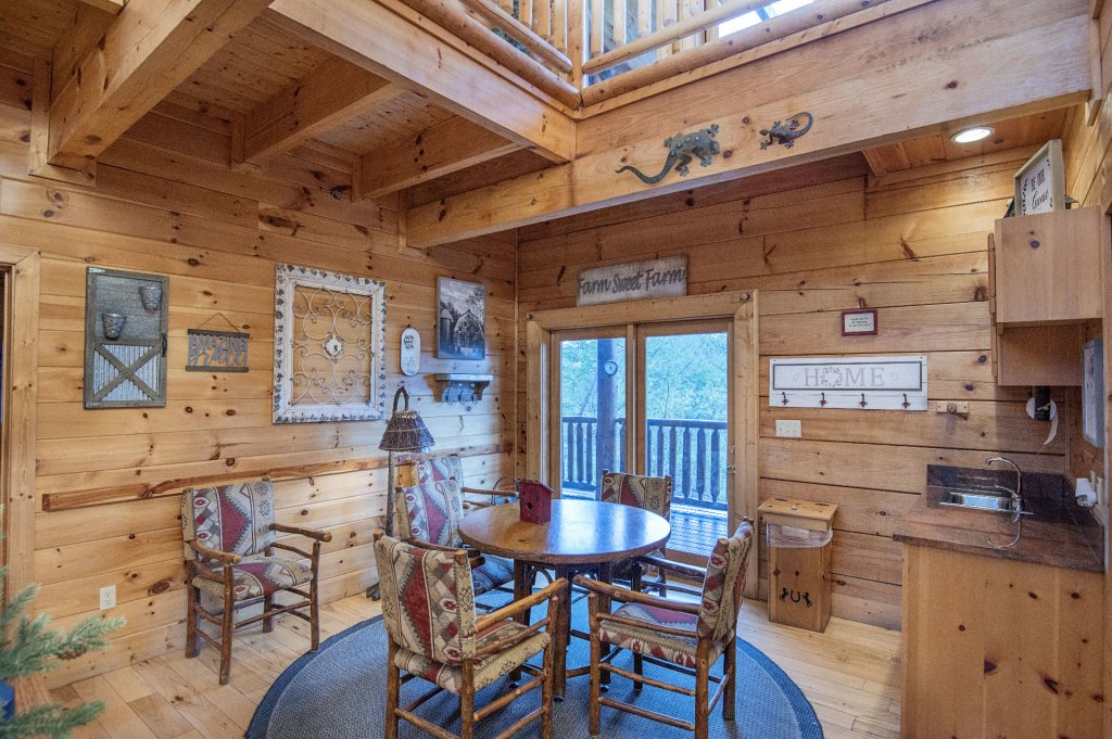 Photo of a Sevierville Cabin named  Wagon Wheel Lodge - This is the nineteenth photo in the set.