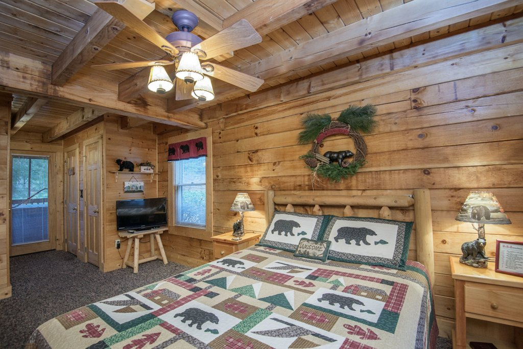 Photo of a Pigeon Forge Cabin named  The Getaway - This is the eleventh photo in the set.