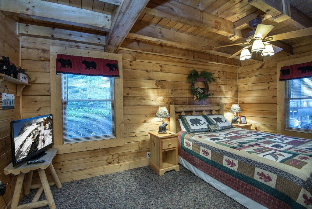 Photo of a Pigeon Forge Cabin named  The Getaway - This is the ninth photo in the set.