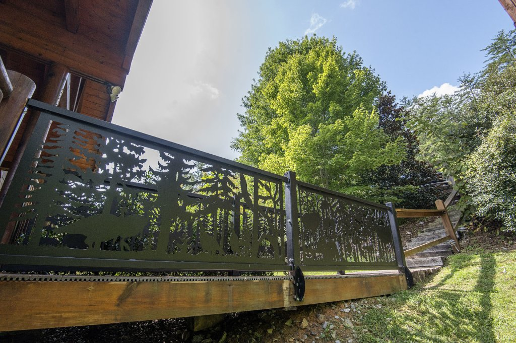 Photo of a Sevierville Cabin named Hillside Retreat - This is the eighth photo in the set.