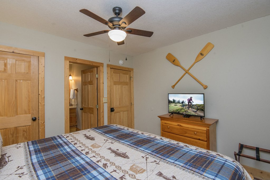 Photo of a Pigeon Forge Cabin named  Heavenly Hideaway - This is the thirty-third photo in the set.