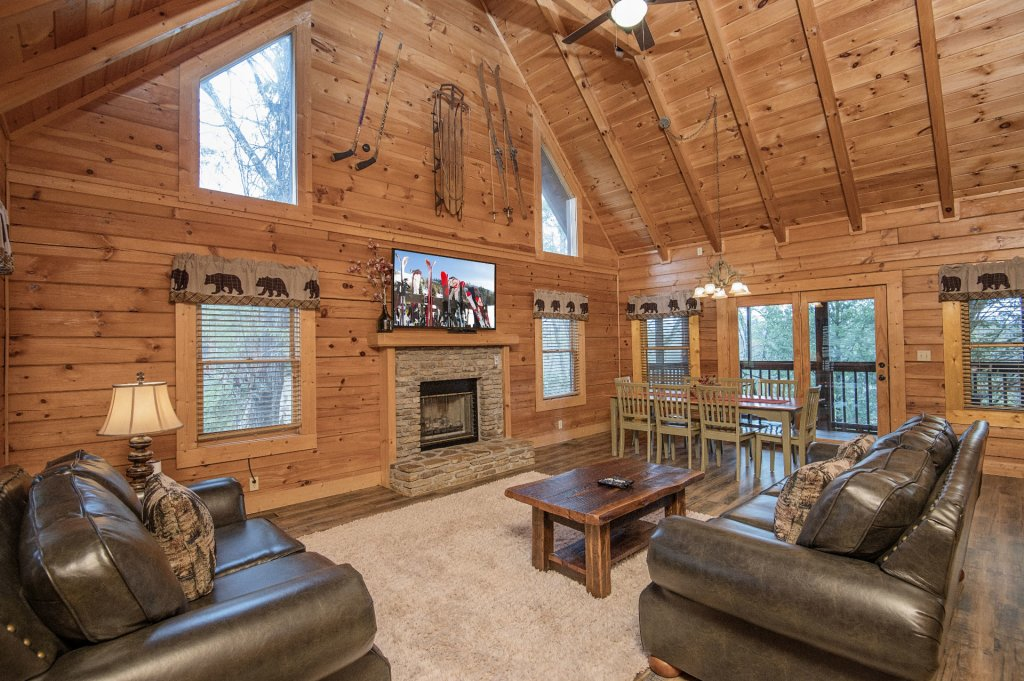 Photo of a Pigeon Forge Cabin named  Heavenly Hideaway - This is the third photo in the set.