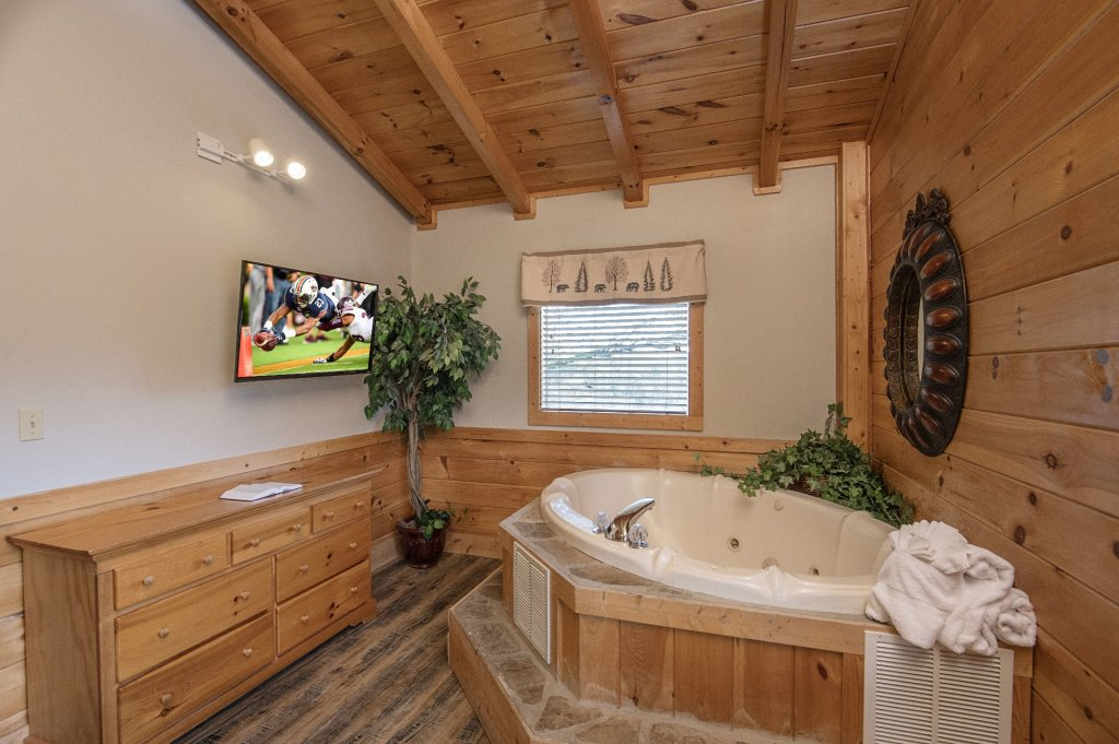 Photo of a Pigeon Forge Cabin named  Heavenly Hideaway - This is the forty-third photo in the set.