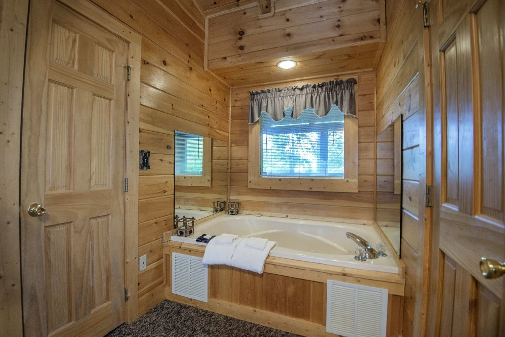 Photo of a Pigeon Forge Cabin named  The Getaway - This is the twenty-first photo in the set.