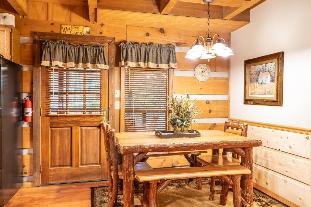 Photo of a Pigeon Forge Cabin named The Loon's Nest (formerly C.o.24) - This is the eighth photo in the set.