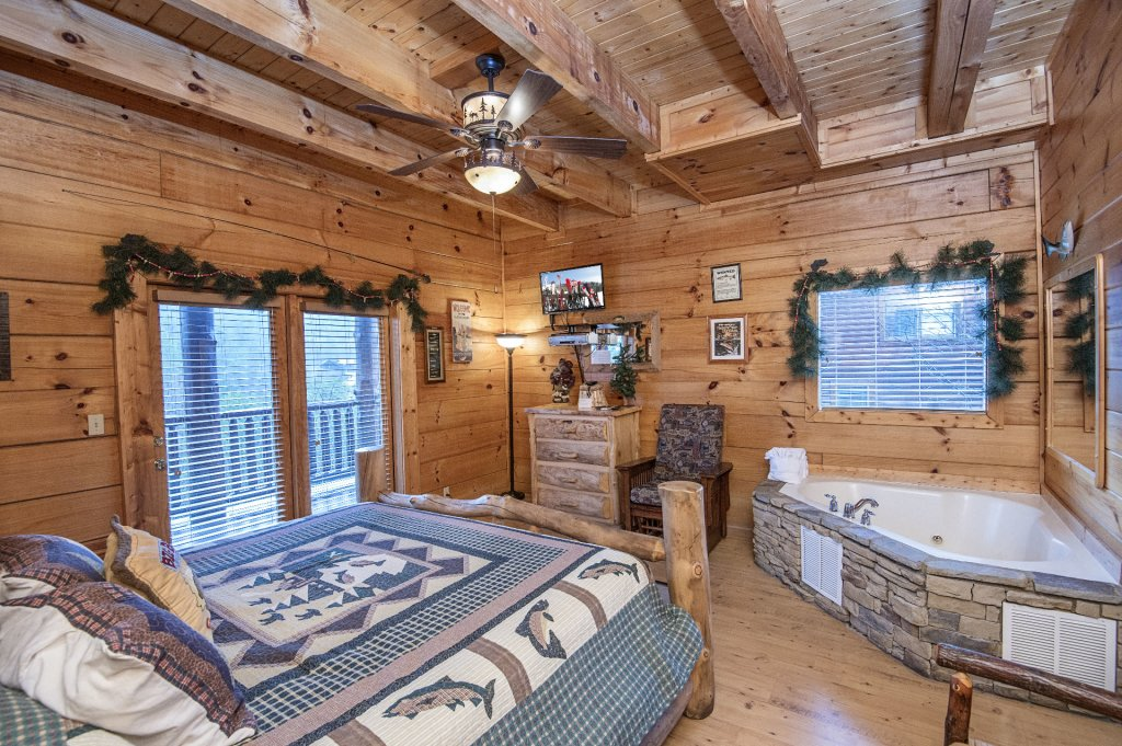 Photo of a Sevierville Cabin named  Wagon Wheel Lodge - This is the twenty-fifth photo in the set.
