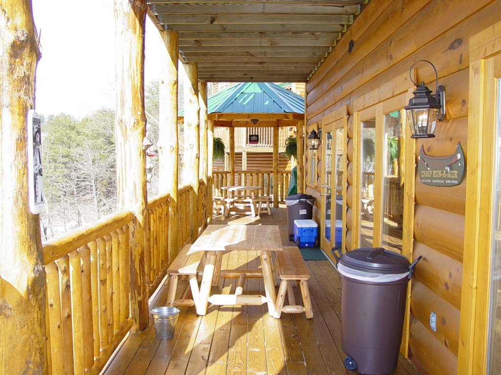 Photo of a Sevierville Cabin named  Wagon Wheel Lodge - This is the fifteenth photo in the set.