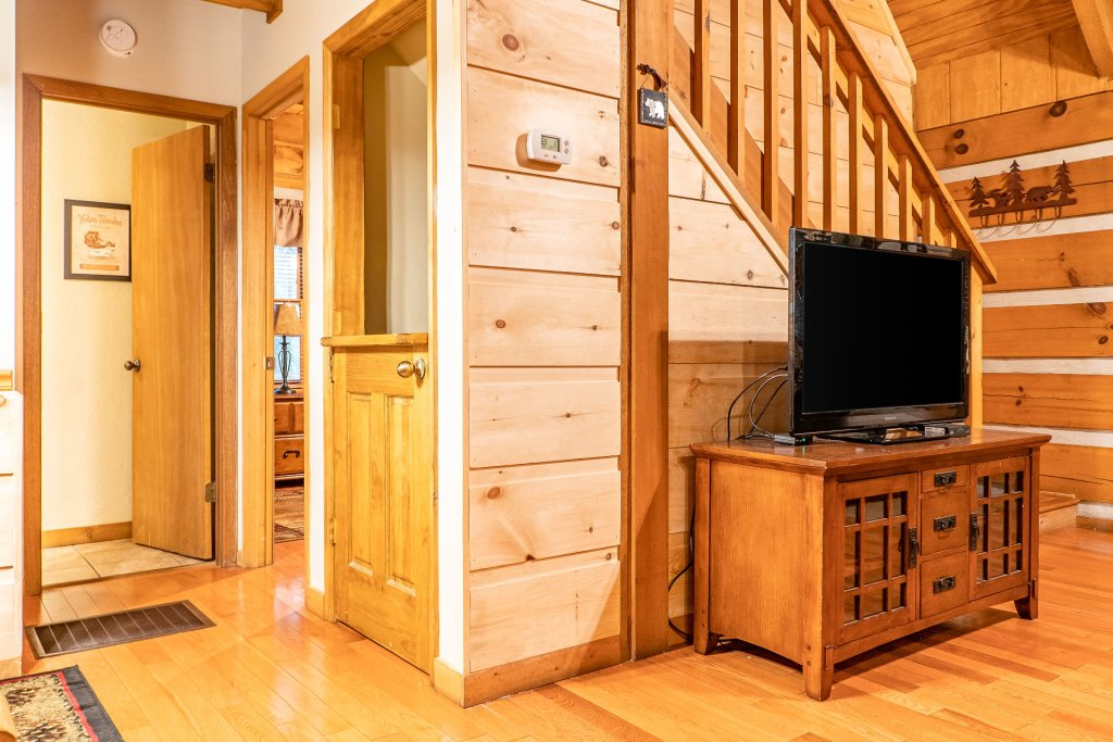Photo of a Pigeon Forge Cabin named The Loon's Nest (formerly C.o.24) - This is the ninth photo in the set.