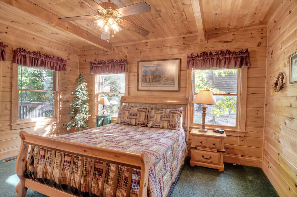 Photo of a Pigeon Forge Cabin named  Palmetto Place - This is the sixth photo in the set.