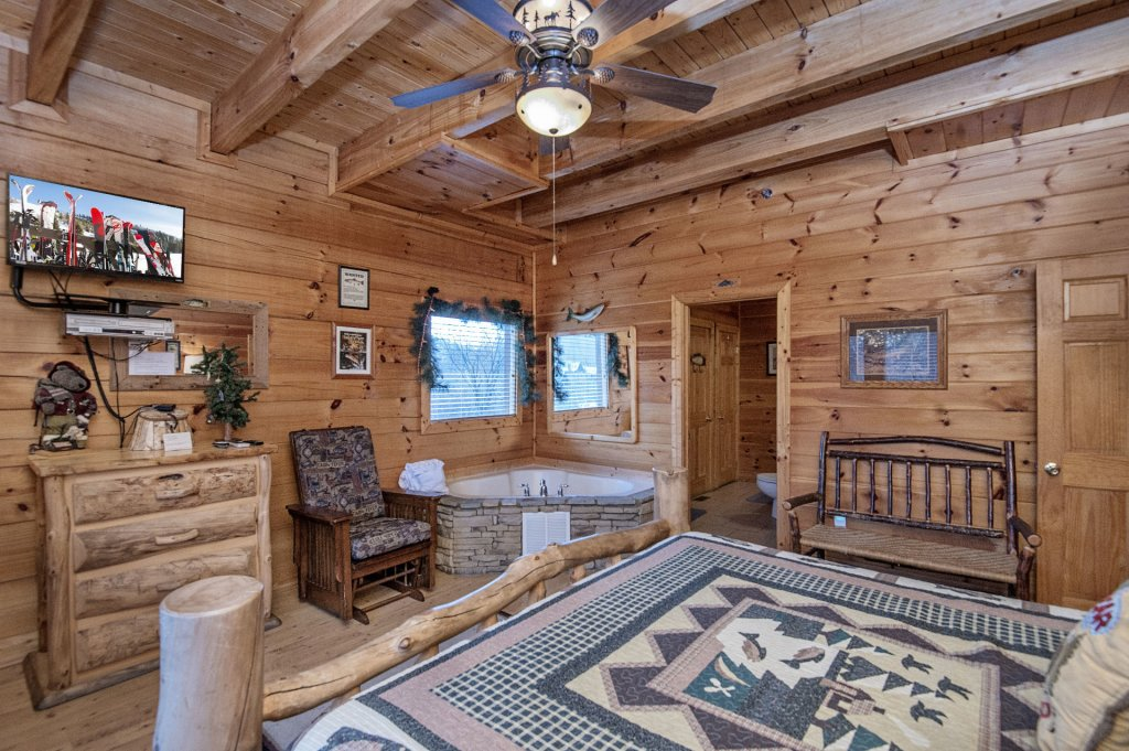 Photo of a Sevierville Cabin named  Wagon Wheel Lodge - This is the twenty-seventh photo in the set.