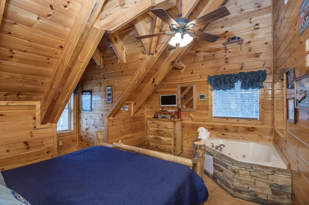Photo of a Sevierville Cabin named  Wagon Wheel Lodge - This is the fiftieth photo in the set.