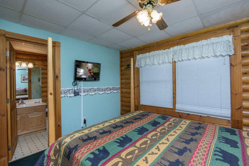 Photo of a Pigeon Forge Cabin named  Virginia's Villa - This is the thirty-first photo in the set.
