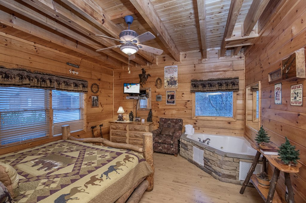 Photo of a Sevierville Cabin named  Wagon Wheel Lodge - This is the thirty-third photo in the set.