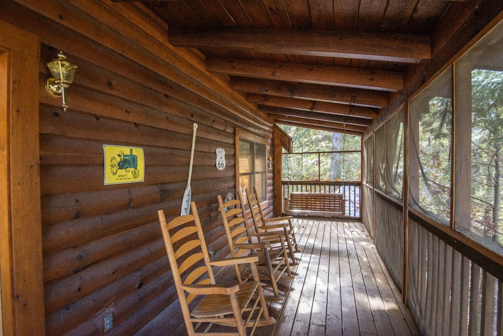 Photo of a Pigeon Forge Cabin named  Locker's Mountain Hideaway - This is the twentieth photo in the set.