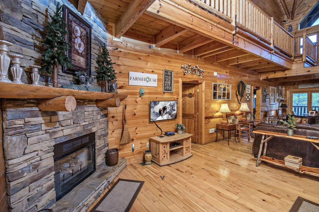 Photo of a Sevierville Cabin named  Wagon Wheel Lodge - This is the fourth photo in the set.