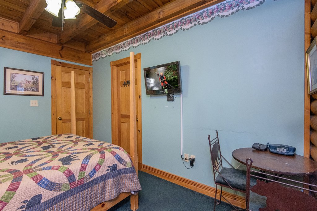 Photo of a Pigeon Forge Cabin named  Virginia's Villa - This is the thirty-second photo in the set.