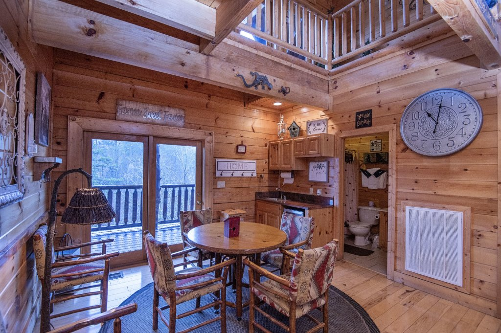 Photo of a Sevierville Cabin named  Wagon Wheel Lodge - This is the twentieth photo in the set.