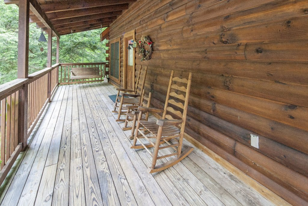 Photo of a Pigeon Forge Cabin named  Red Bird Haven - This is the twentieth photo in the set.