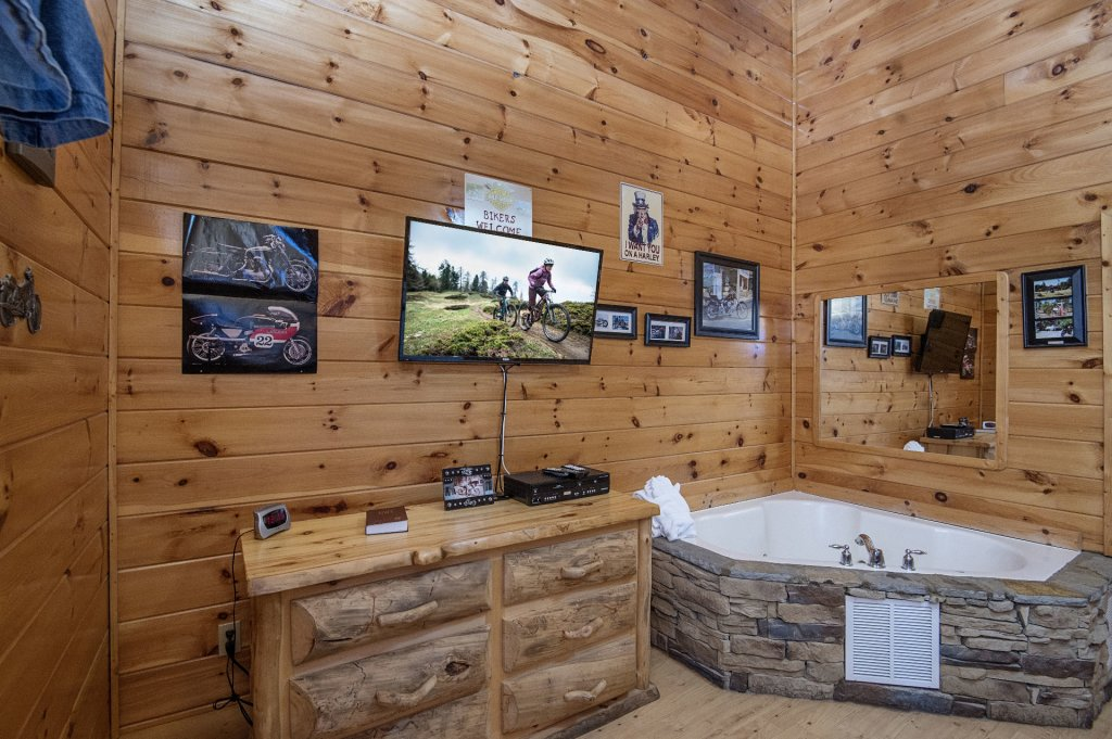 Photo of a Sevierville Cabin named  Wagon Wheel Lodge - This is the forty-fourth photo in the set.
