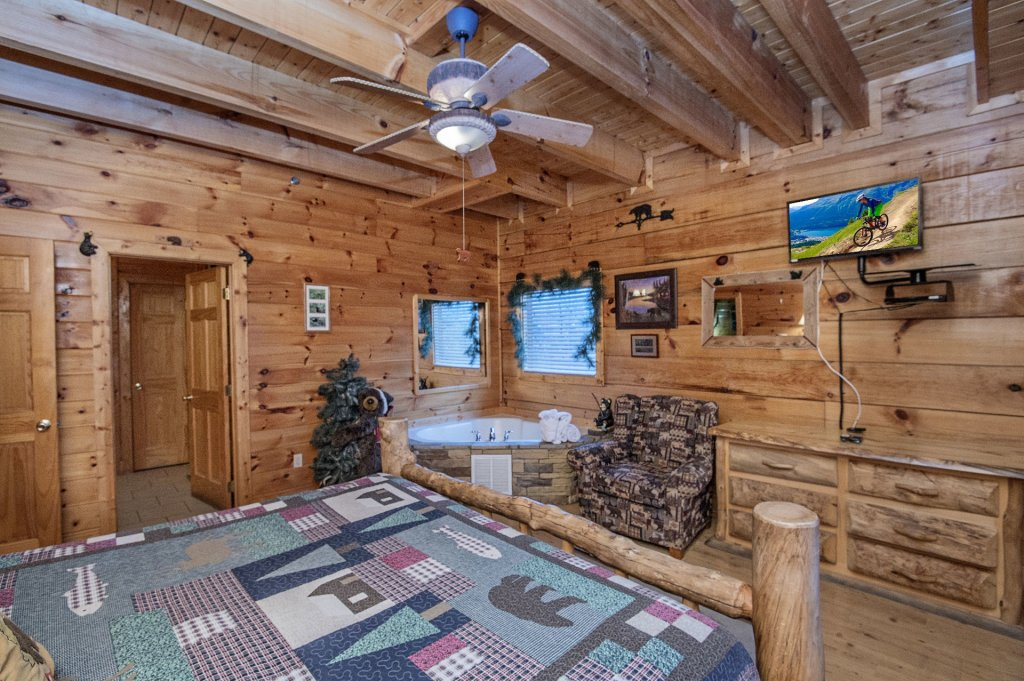 Photo of a Sevierville Cabin named  Wagon Wheel Lodge - This is the thirty-first photo in the set.