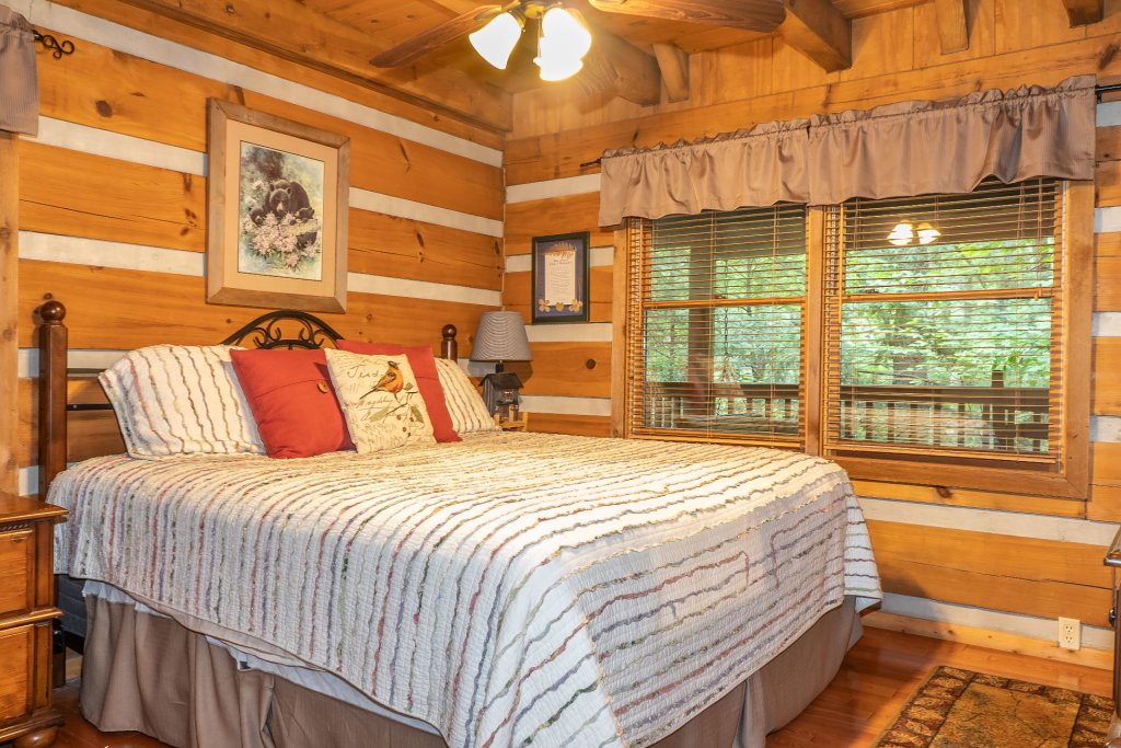 Photo of a Pigeon Forge Cabin named The Loon's Nest (formerly C.o.24) - This is the tenth photo in the set.