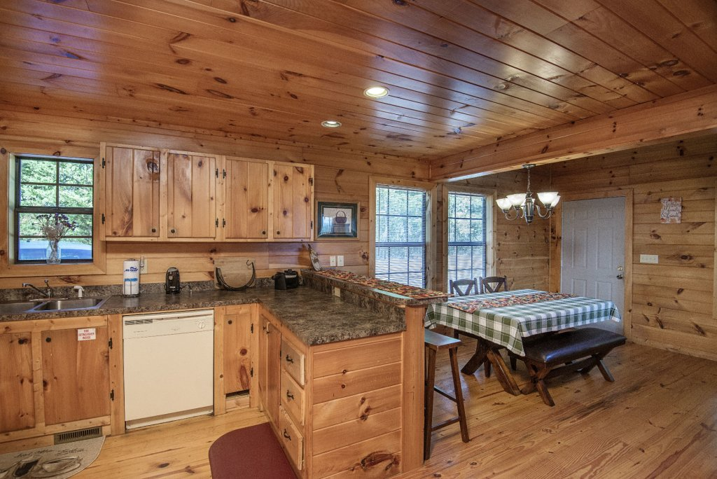 Photo of a Sevierville Cabin named Dunder Mountain Views Cabin Retreat - This is the seventh photo in the set.