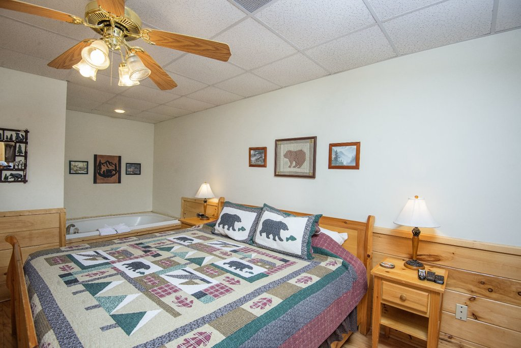 Photo of a Pigeon Forge Cabin named  Locker's Mountain Hideaway - This is the fourteenth photo in the set.