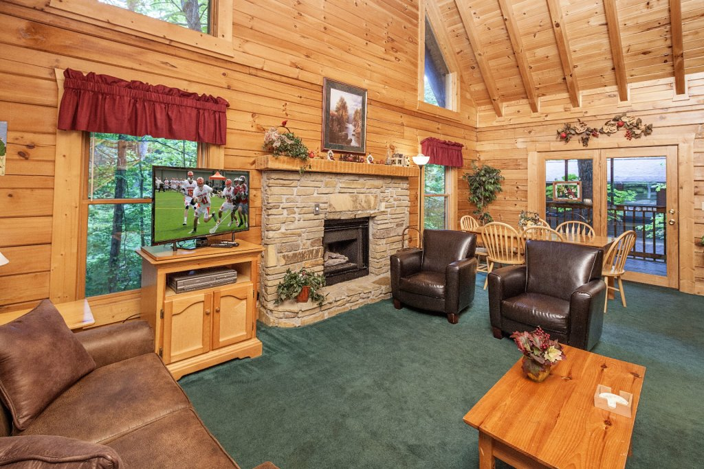 Photo of a Pigeon Forge Cabin named  Red Bird Haven - This is the second photo in the set.