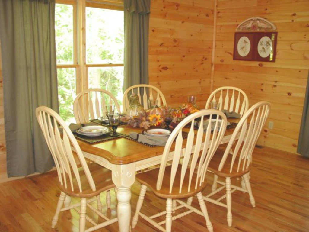 Photo of a Sevierville Cabin named Whispering Oaks - This is the fourth photo in the set.