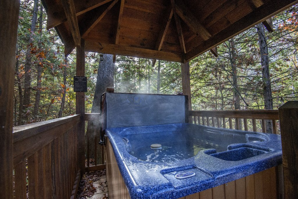 Photo of a Pigeon Forge Cabin named  Locker's Mountain Hideaway - This is the twenty-second photo in the set.