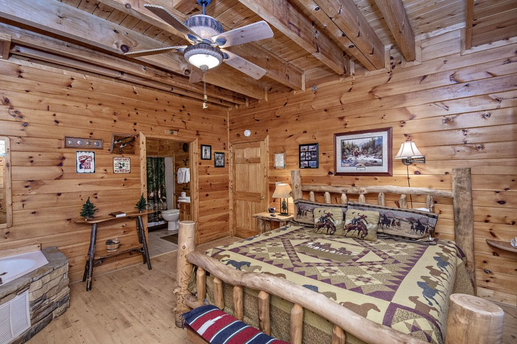Photo of a Sevierville Cabin named  Wagon Wheel Lodge - This is the thirty-fourth photo in the set.
