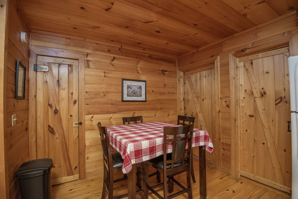 Photo of a Sevierville Cabin named Dunder Mountain Views Cabin Retreat - This is the thirteenth photo in the set.