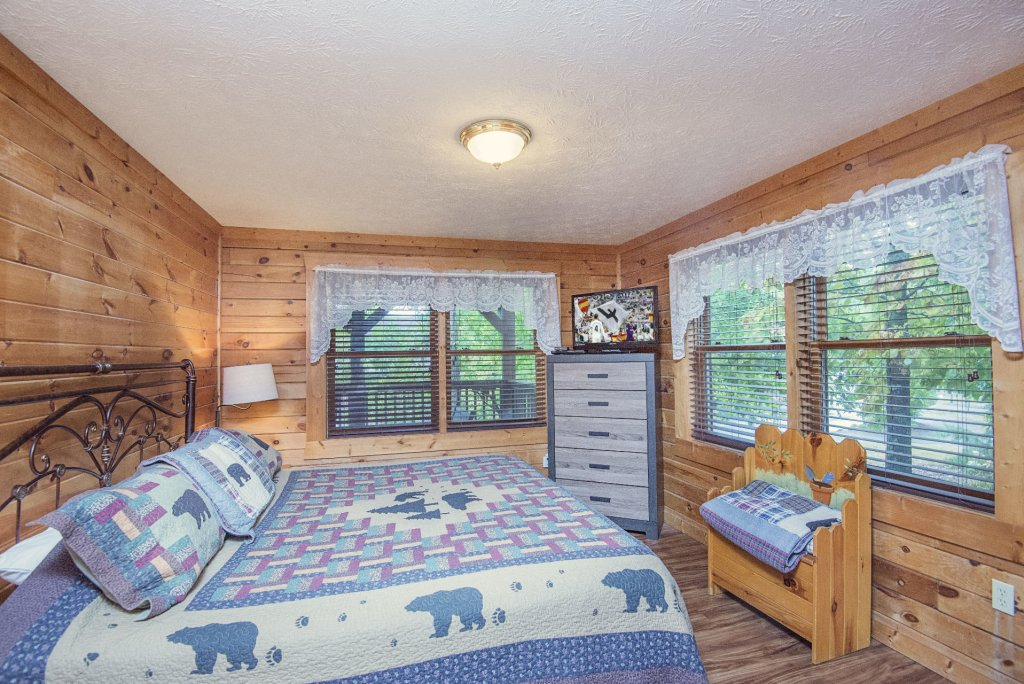 Photo of a Pigeon Forge Cabin named  Barbara's View - This is the thirteenth photo in the set.