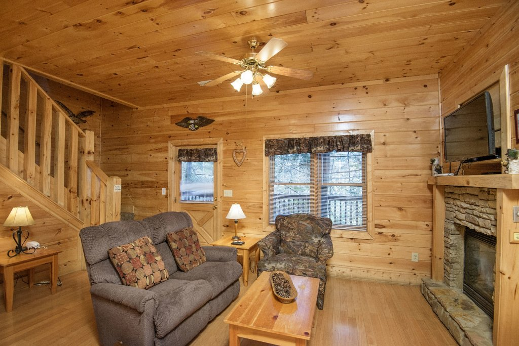 Photo of a Pigeon Forge Cabin named  Locker's Mountain Hideaway - This is the third photo in the set.