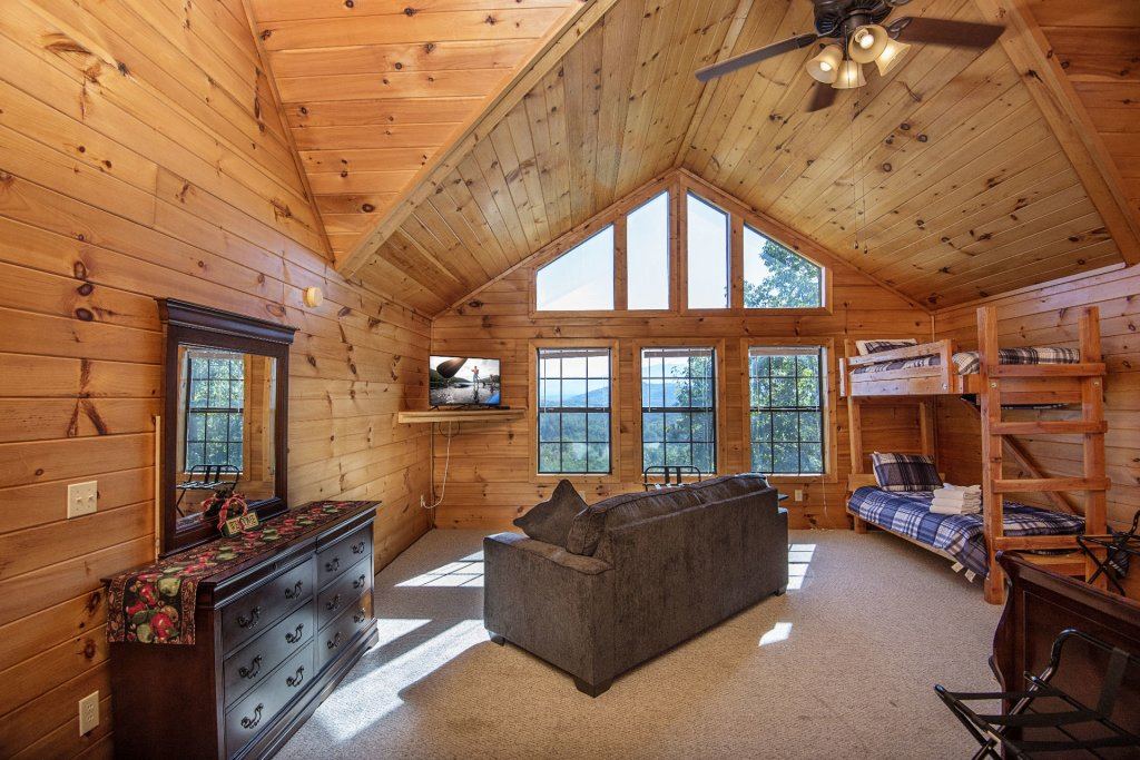 Photo of a Sevierville Cabin named Dunder Mountain Views Cabin Retreat - This is the thirtieth photo in the set.