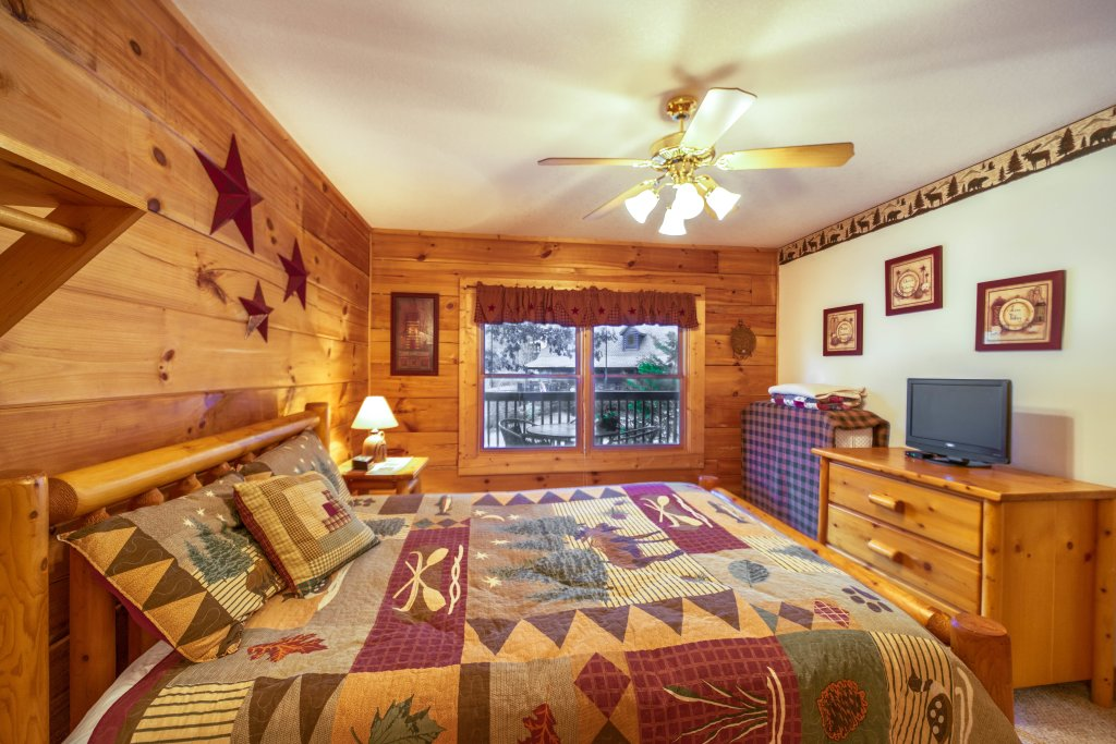 Photo of a Pigeon Forge Cabin named  Eagle's View - This is the sixth photo in the set.
