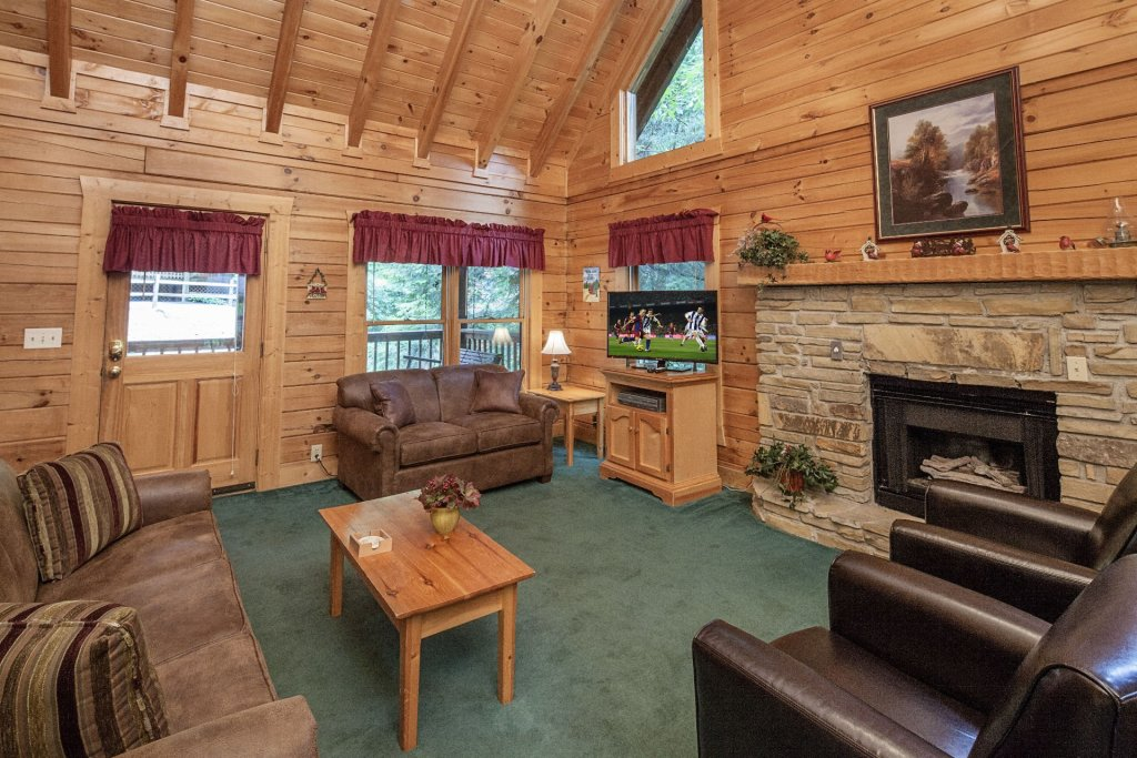 Photo of a Pigeon Forge Cabin named  Red Bird Haven - This is the third photo in the set.