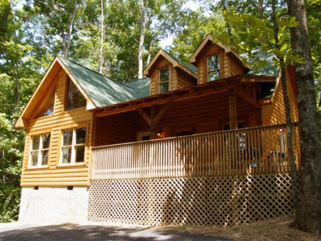 Photo of a Sevierville Cabin named Whispering Oaks - This is the first photo in the set.