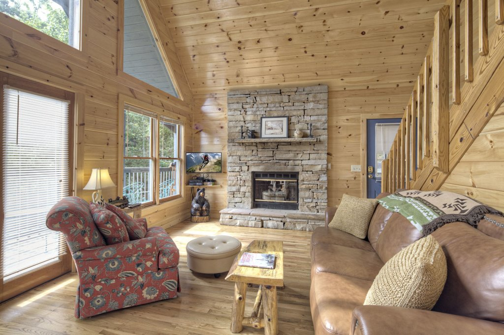 Photo of a Sevierville Cabin named Tranquility - This is the second photo in the set.