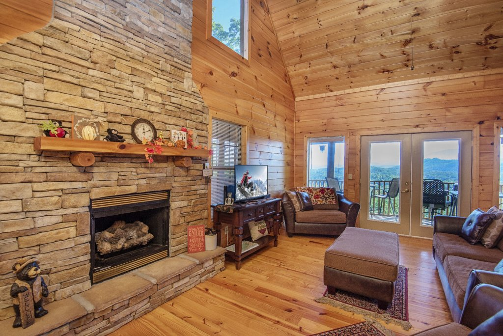 Photo of a Sevierville Cabin named Dunder Mountain Views Cabin Retreat - This is the second photo in the set.
