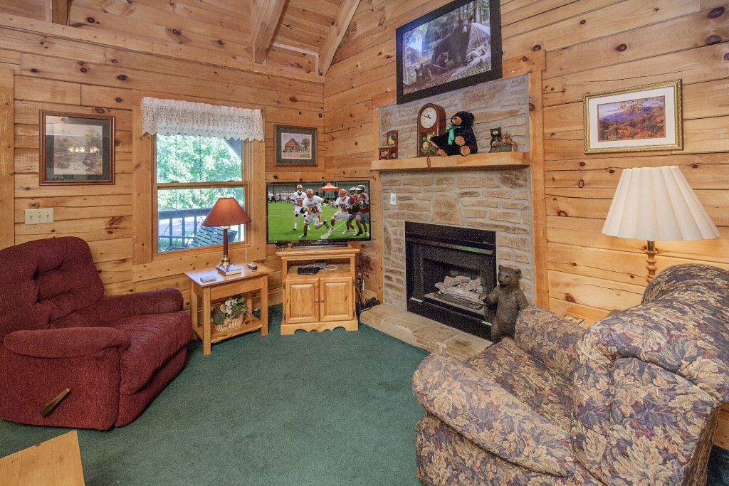 Photo of a Pigeon Forge Cabin named  Gerrald's Chalet - This is the second photo in the set.