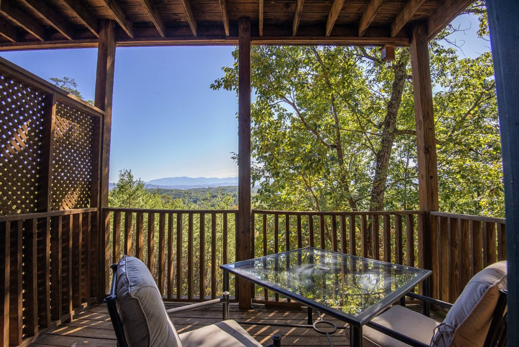 Photo of a Sevierville Cabin named Dunder Mountain Views Cabin Retreat - This is the forty-fourth photo in the set.