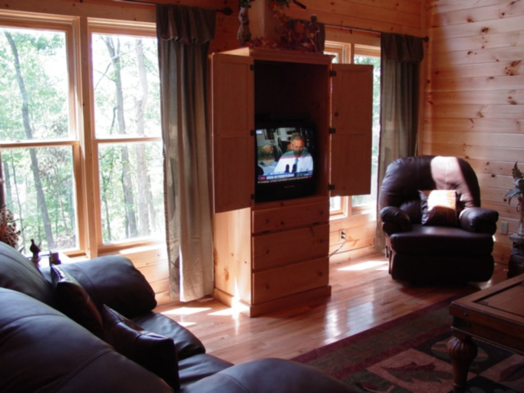 Photo of a Sevierville Cabin named Whispering Oaks - This is the third photo in the set.