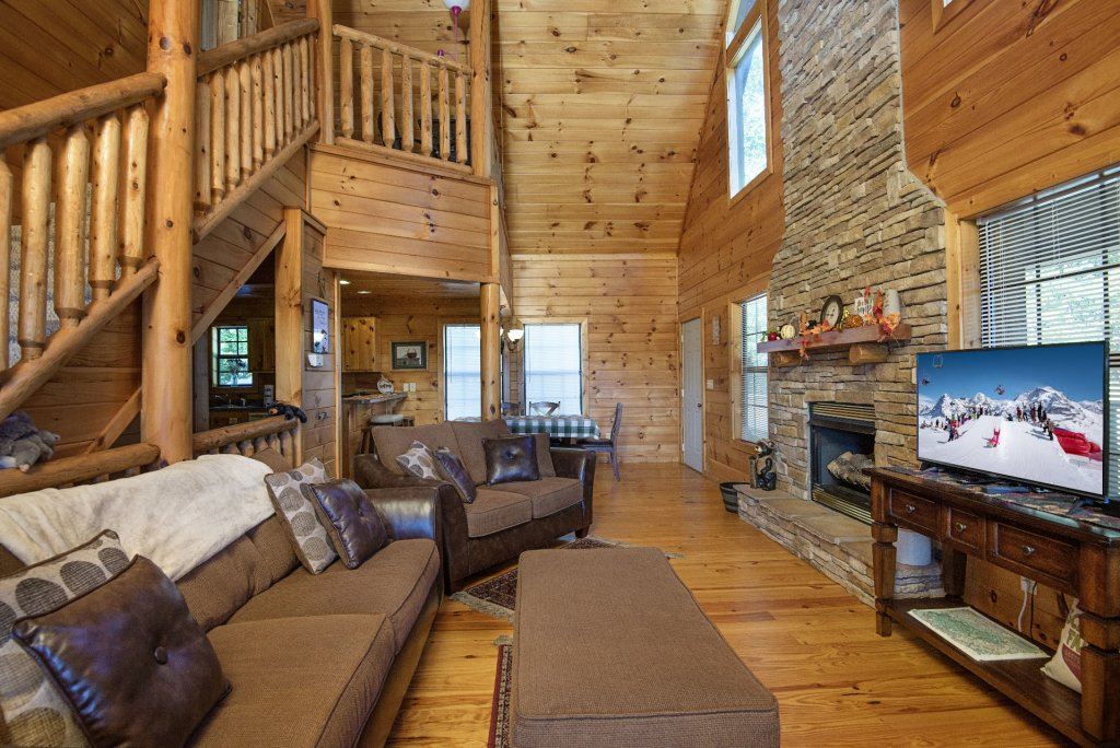Photo of a Sevierville Cabin named Dunder Mountain Views Cabin Retreat - This is the fourth photo in the set.