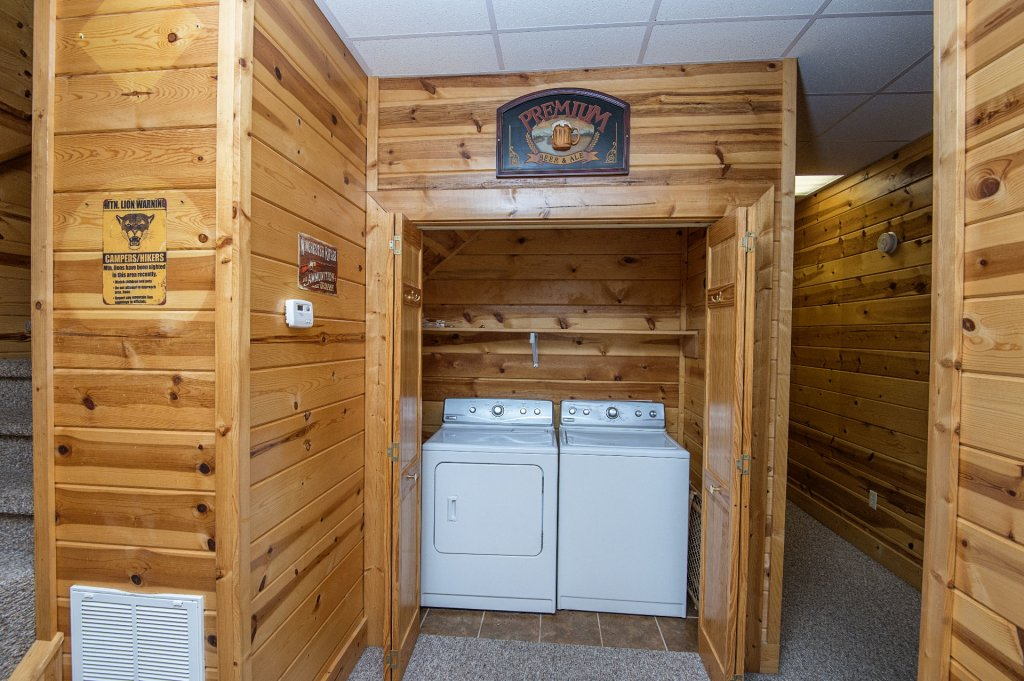 Photo of a Sevierville Cabin named The Wildlife Lodge Fka Wild Hog Inn - This is the twenty-third photo in the set.