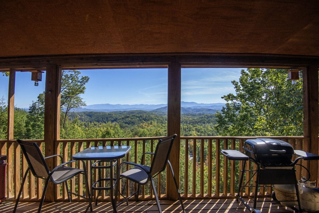 Photo of a Sevierville Cabin named Dunder Mountain Views Cabin Retreat - This is the forty-fifth photo in the set.