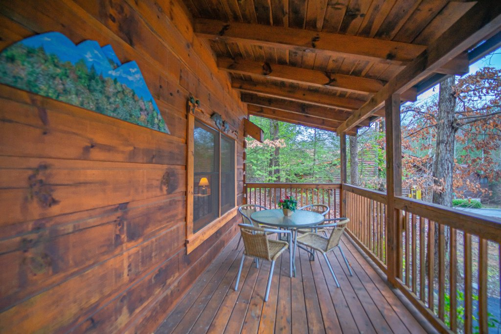 Photo of a Pigeon Forge Cabin named  Eagle's View - This is the third photo in the set.