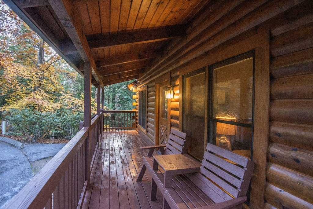 Photo of a Pigeon Forge Cabin named  Cuddlin' Up - This is the third photo in the set.
