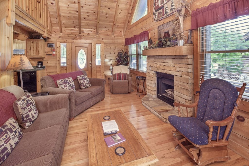 Photo of a Pigeon Forge Cabin named  Heavenly Peace - This is the third photo in the set.