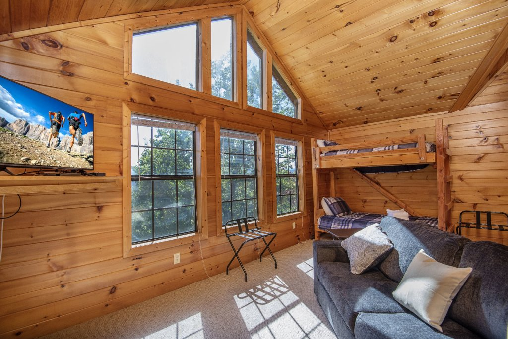 Photo of a Sevierville Cabin named Dunder Mountain Views Cabin Retreat - This is the thirty-second photo in the set.